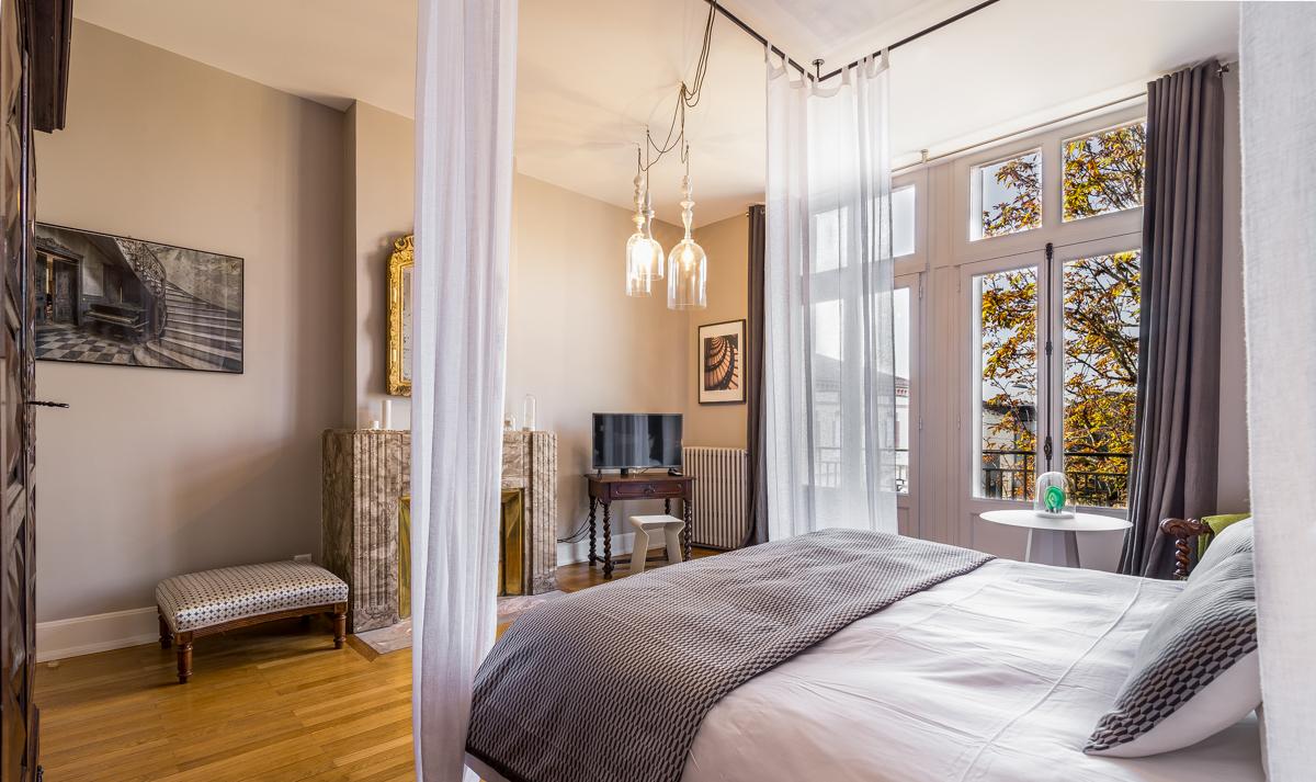 Lautre rives maison dhôtes design au centre dalbi chambre baroque