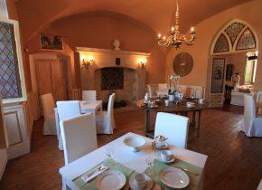 salle petits déjeuners chambres d'hotes Domaine du Buc