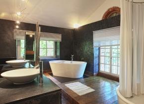 Suite familiale de standing salle de bains à Touny les Roses