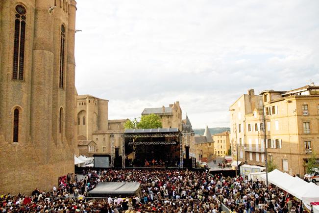 Festival Pause Guitare, Place Sainte-Cécile à Albi   Crédit : Albi Tourisme